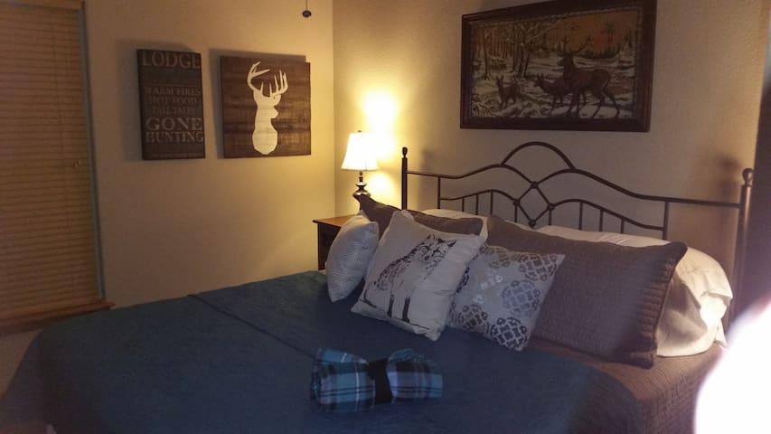 Deer Stand King suite