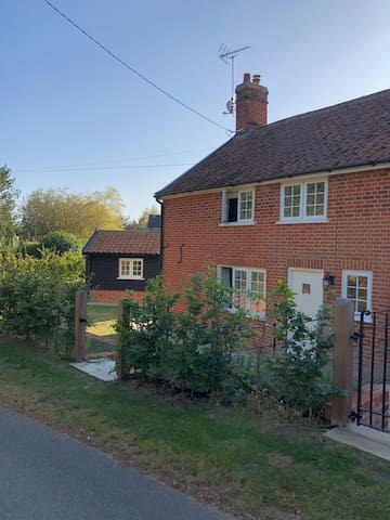 Sweffling  Suffolk Cosy Spacious Cottage