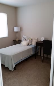 Comfortable room in gated community NEXT to ARMC - Colton - Talo