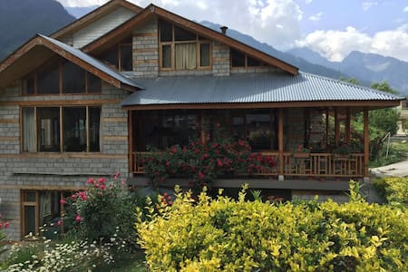 A Dream Cottage in The Hills - 3Bed - Manali