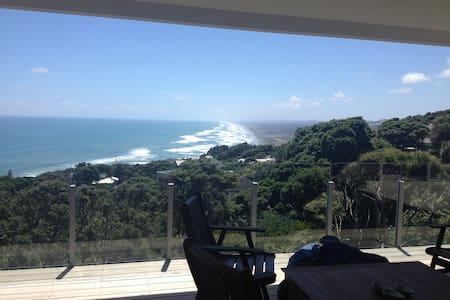 Soak up the view - Muriwai - Hus