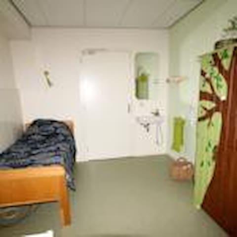 Natuurkamer 2 persoonskamer met 2 eenpersoonbedden