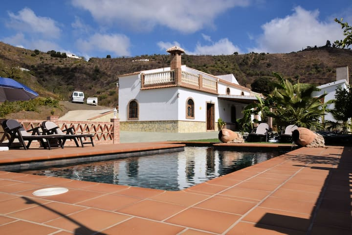 Detached holiday home with private pool and beautiful location near Arenas