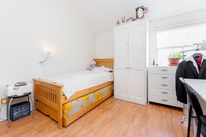 Lovely and spacious en-suite bedroom - Londres - Casa adossada