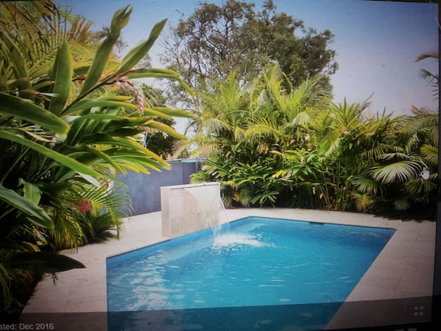 Inexpensive room for up to 3 people with pool!! - Ettalong Beach - Huis