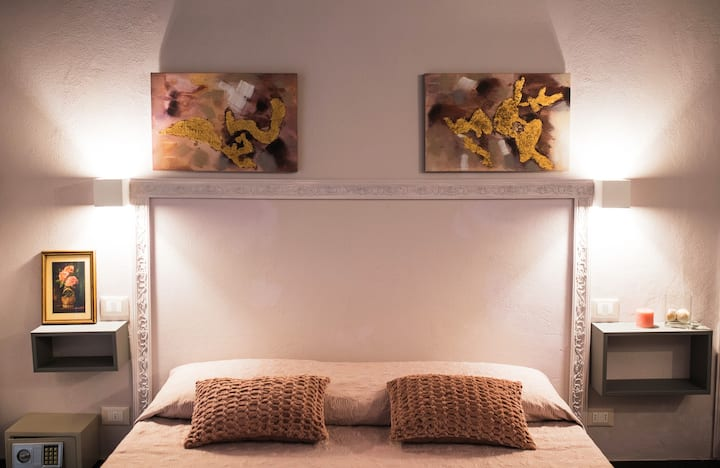 """ 5 TERRE INN ""  La Spezia Room 5"