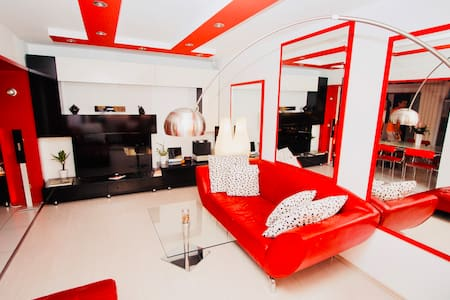 Red Corner ★ Bright | Cozy | Central
