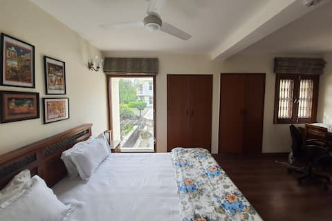 Private Studio @DLF Phase-1 (A-30/1)