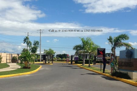Beautiful two bedroom in a gated community - Spanish Town - Casa
