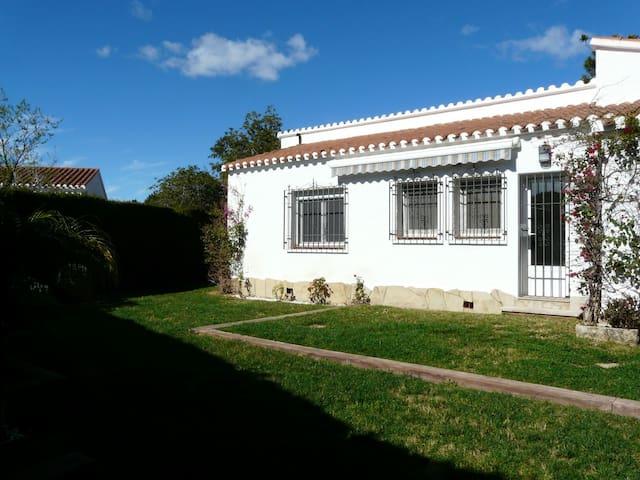 Bonita villa privada con jardin en urb. El Dorado - Cambrils - House