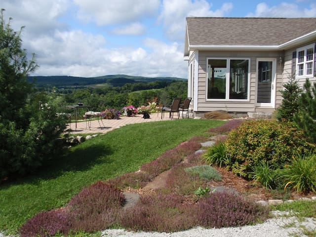 Awesome views! Picturesque Peacham area. Cozy home - Barnet - Haus