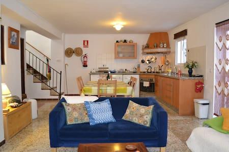 Spacious white village apartment. - El Gastor
