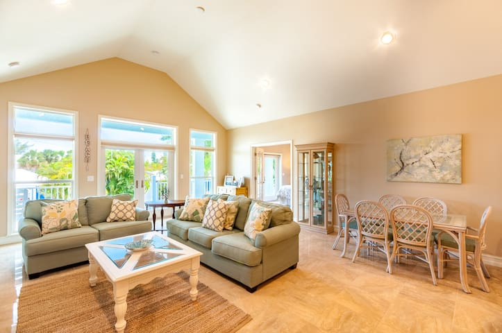 Anna Maria Island Oasis - 4 Bed/4Bath AMAZING STAY