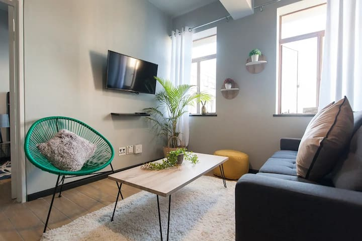 Stylish 2 Bedroom Apartment In Cape Town Central