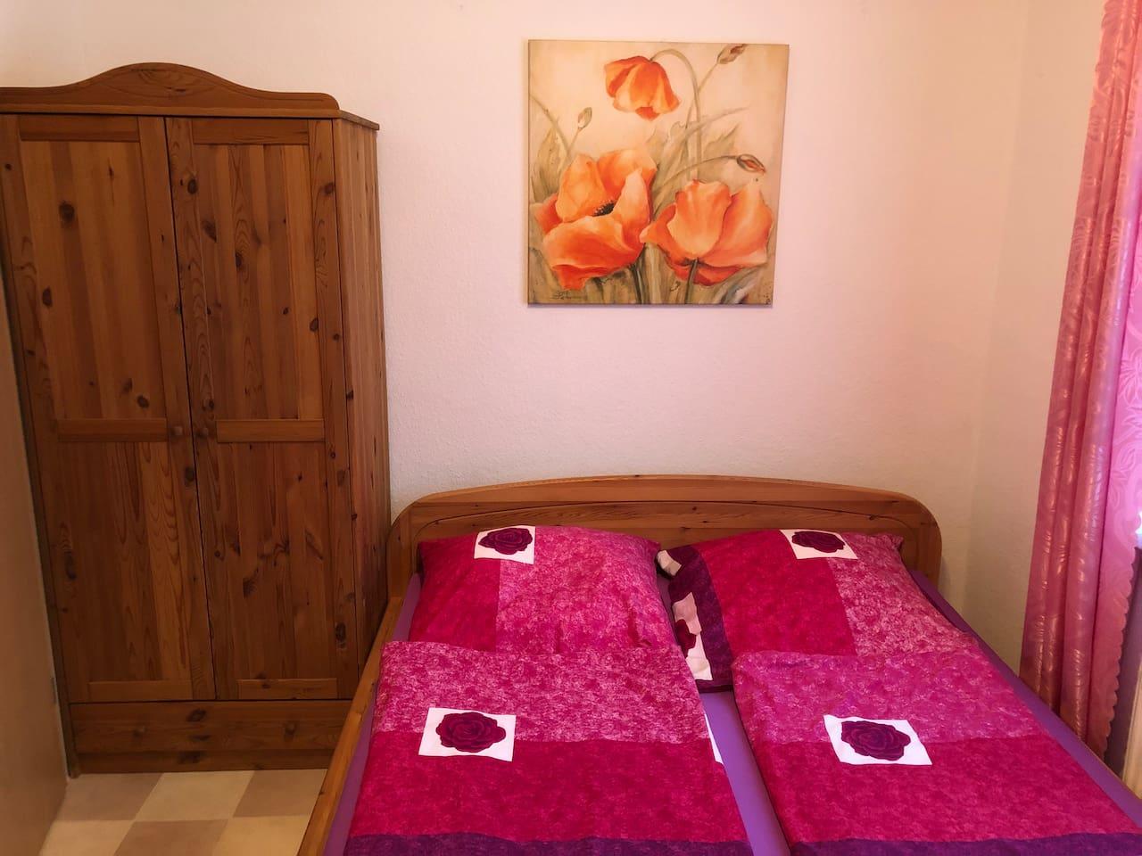 Wohnraum mit Doppelbett 2