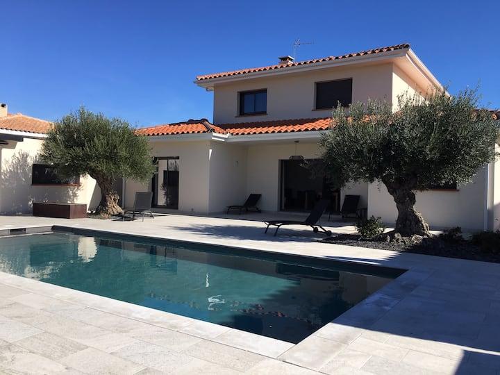 Villa standing piscine proche mer et perpignan