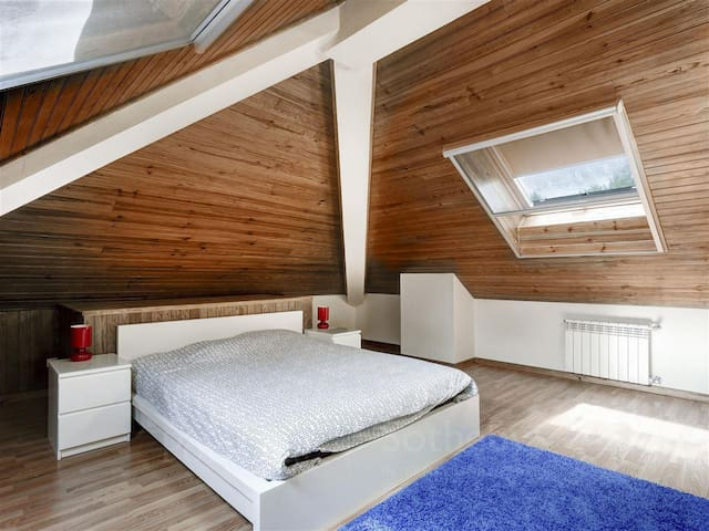 Bedroom 5: one double-bed