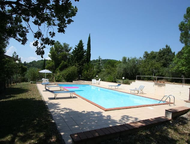 4 Bedroom Tuscan Villa- with Wifi 20 Mins to Siena - Civitella Paganico - Ház