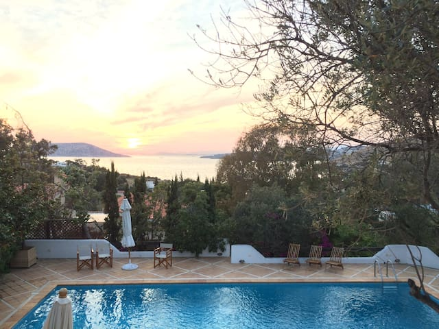 Villa with private pool at the Athenian Riviera - Thimari