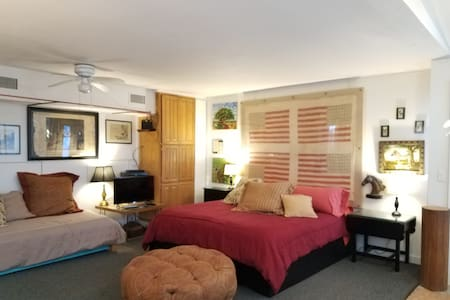 Cozy, unique, full service guest house with loft