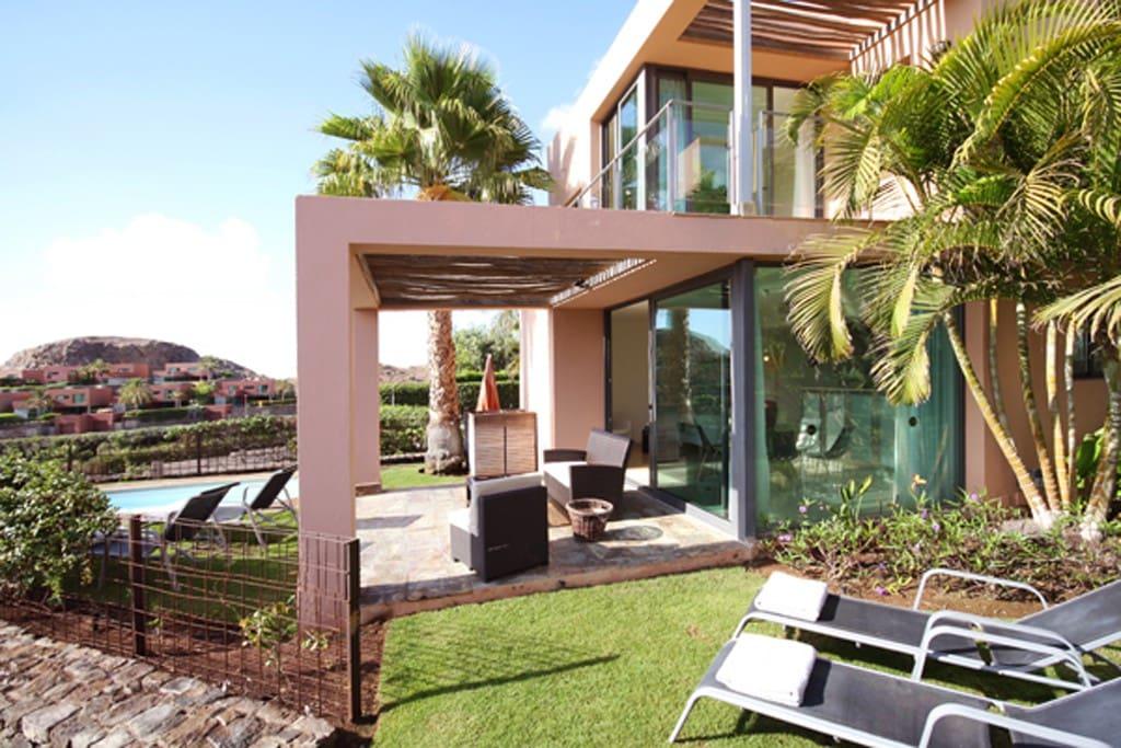 Villa con piscina privada salobre villas iii villas en for Alquiler villas con piscina privada