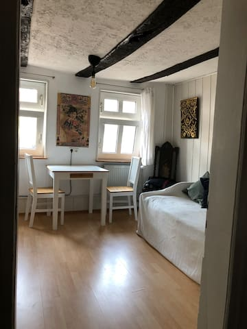 Gemütliches Gästezimmer + Bad in Fachwerkhaus City