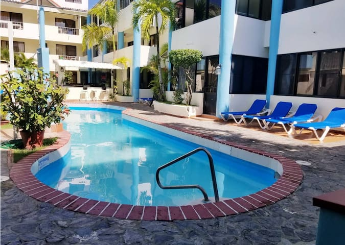 Deluxe Studio -Condo-Hotel -Walk to Beach