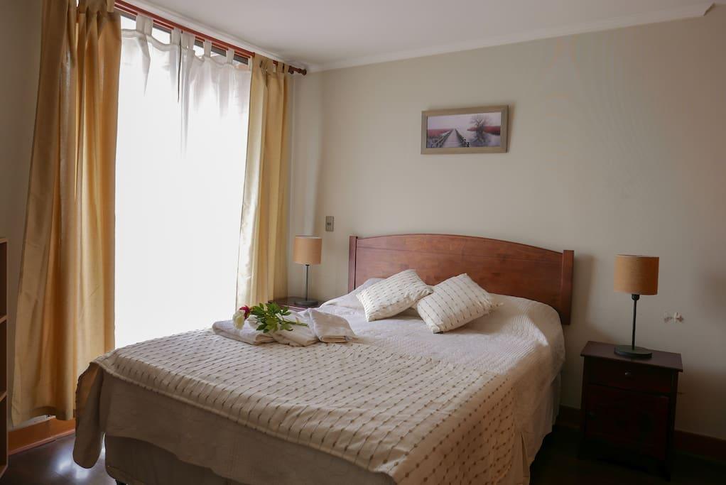 Habitacion con cama de dos plazas