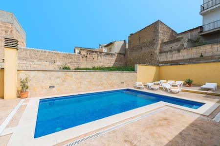 CASA MAURA - Modern townhouse with great patio and private pool.