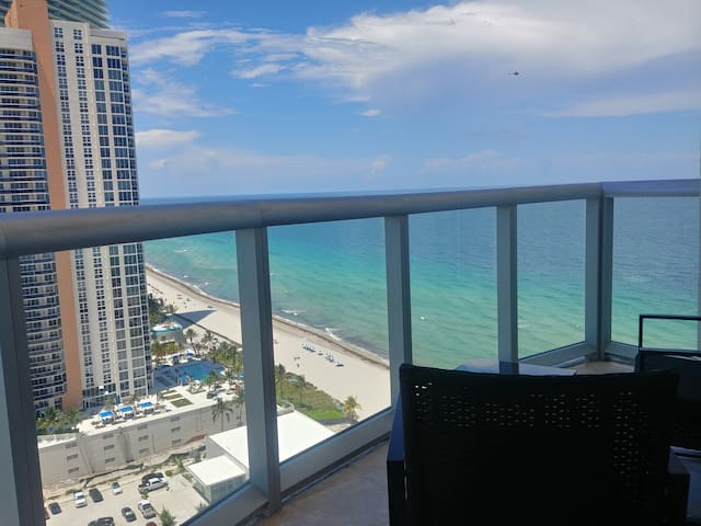 SUNNY ISLES LOVELY STUDIO floor 24! (+ hotel fees)