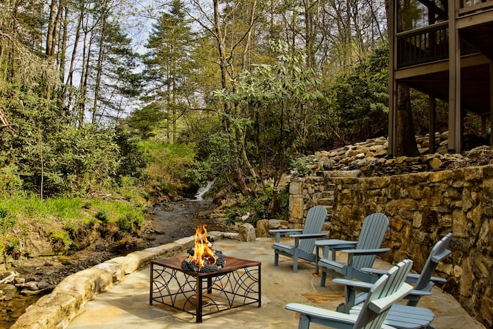 2 Creekside cottages, waterfall, Cashiers, Pets