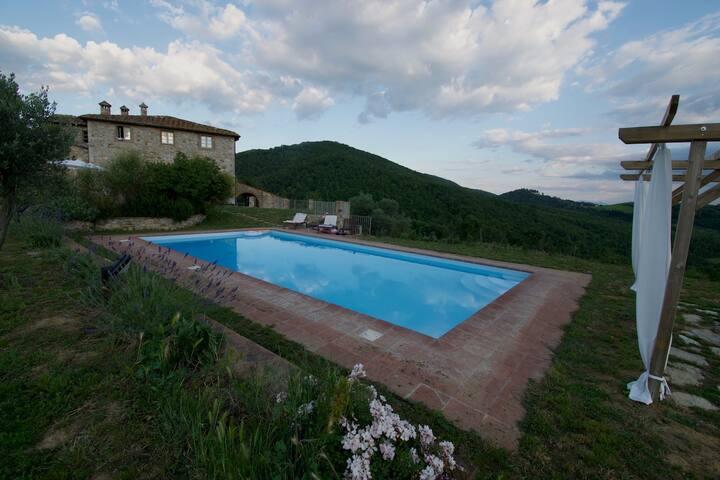 Stunning Tuscan Villa + Pool in heart of Chianti