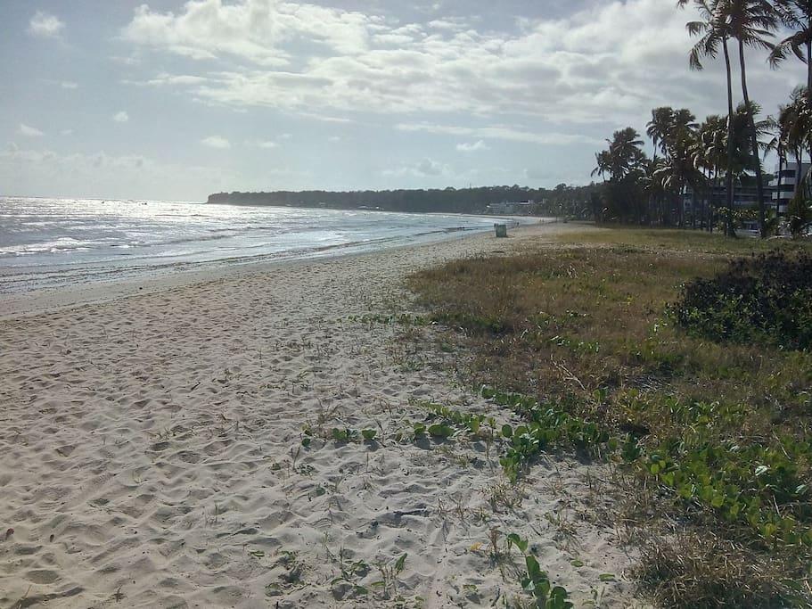 Praia em frente ao condomínio