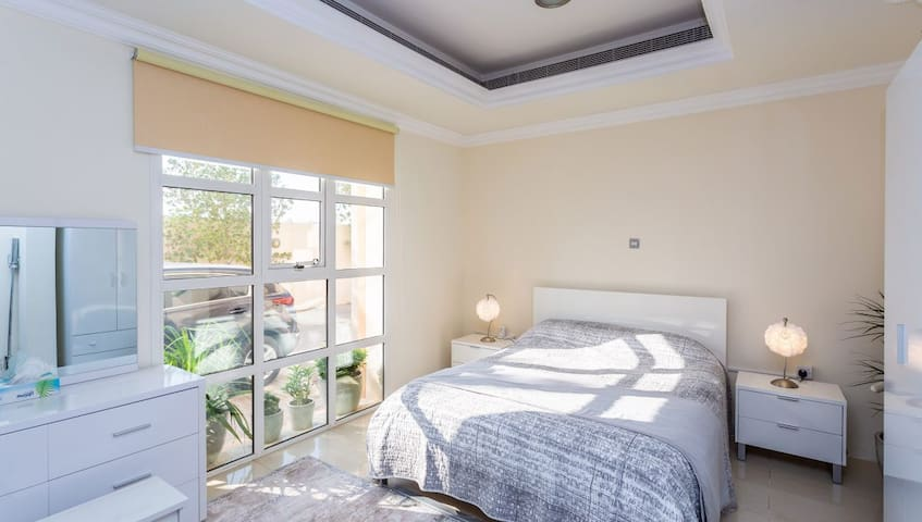 Beautiful spacious and bright rooms in Al-Barsha