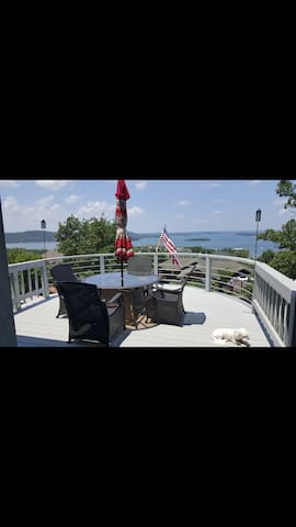 WELCOME TO THE BEST VIEW ON THE LAKE!!!! - Ridgedale - House