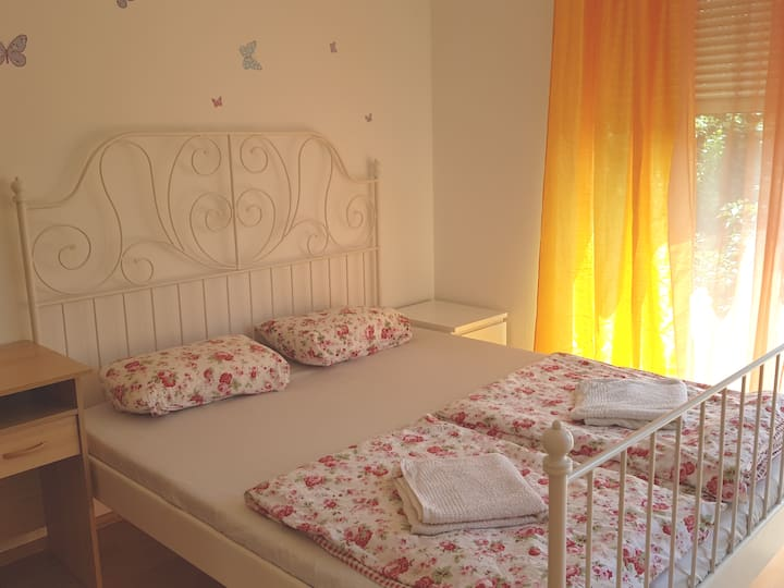 Rooms in houseAB.Close to Bus Metro
