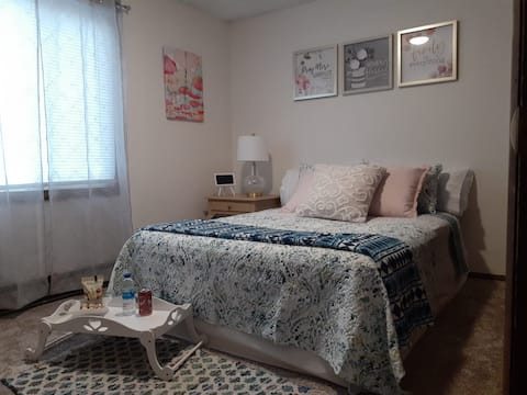 Spring Room located 5 minutes from Down town /MSU.