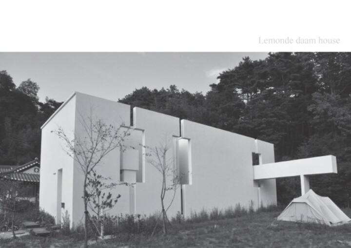 호안재하우스/그림과소품들이 있는 하우스