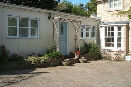 Self contained annexe for two people. - Wareham