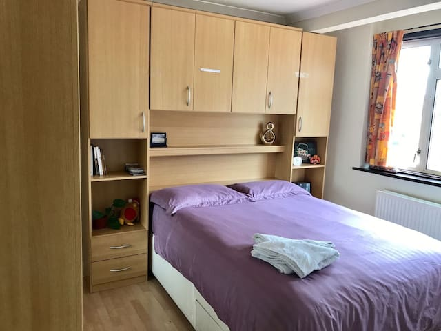 Clean Double Bed Room near Heathrow