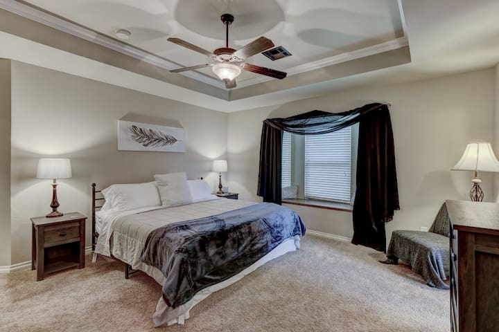 Spacious & Accommodating! Family friendly near OKC