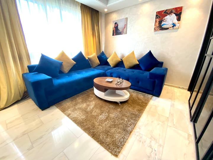 15 LUXURY  5★s - Chic Flat in the Triangle d'or