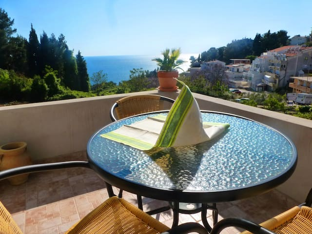 Panoramic views from Deluxe studio apartment - Ulcinj - House