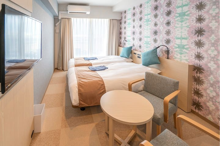 [Private room] Twin with balcony(nonsmorking) Near by Sunset Beach & American Village !