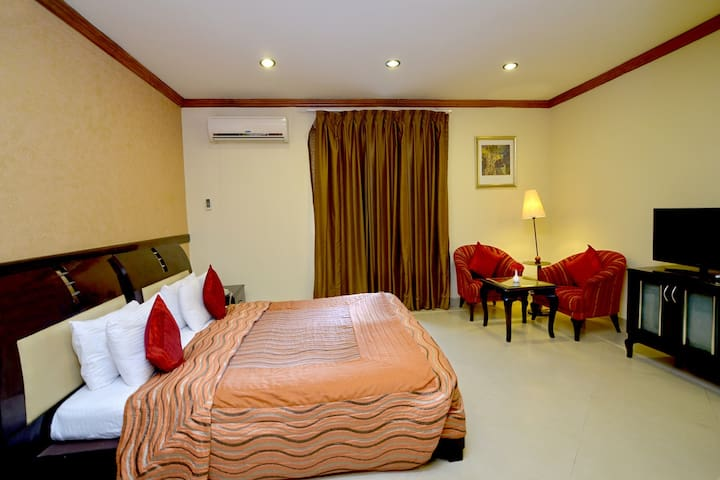 Delightful room with water park stay in Jaipur