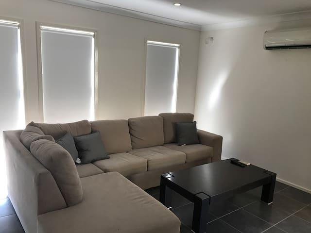 2bd newly reno unit - Wifi/Netflix - Kooringal - Apartamento