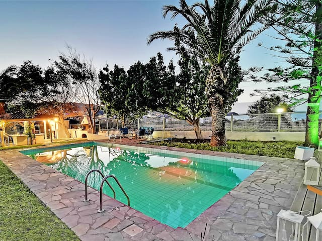 200m from Beach, Amenities,Pool, No car Needed
