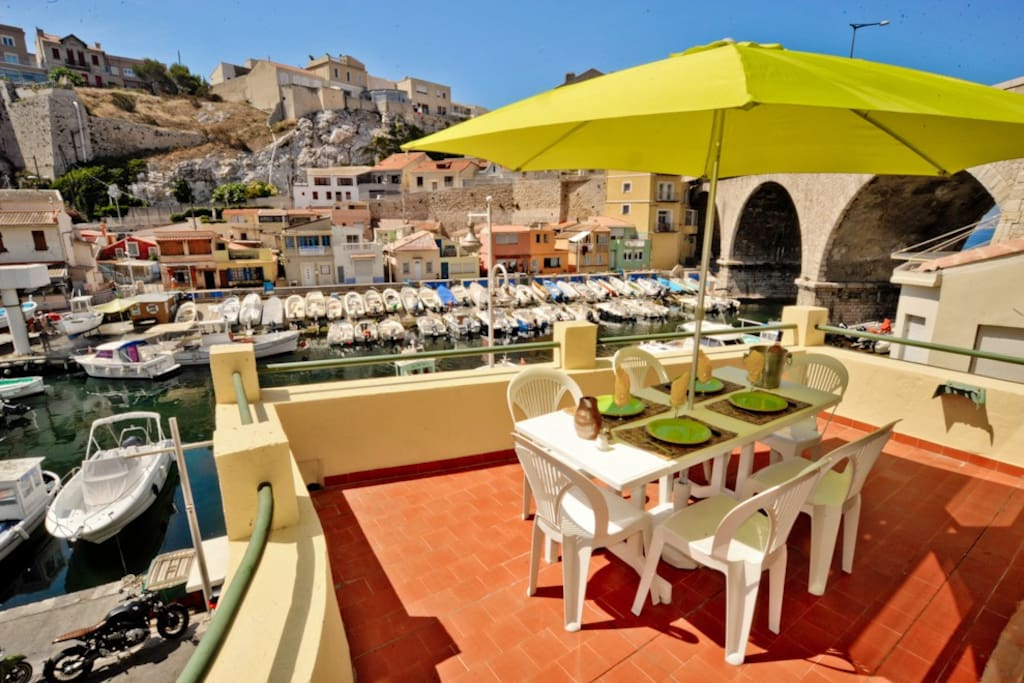 Terrasse de r ve sur le port du vallon des auffes for Location appartement marseille terrasse