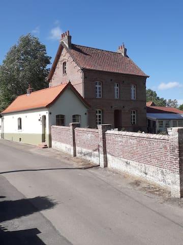 De oude pastorij of l'ancien Presbytère de Fressin