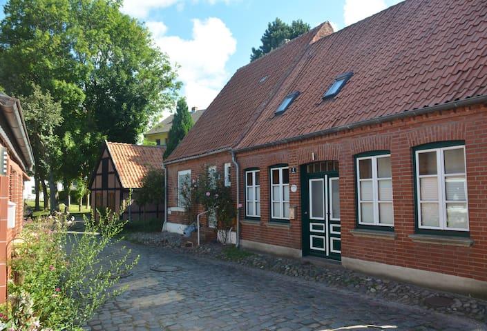 Altstadt-Idylle in Burg – FeWo im Huus Badstaven